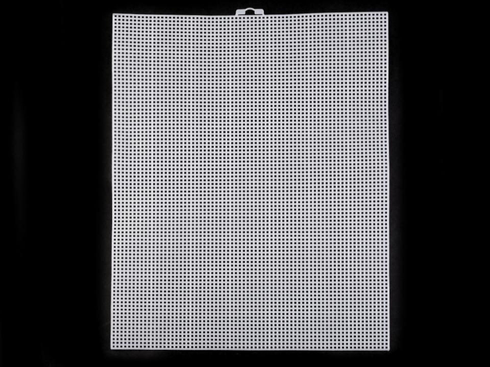 Plastová vyšívací mřížka se závěsem 26,5x34 cm 1ks - 42 Kč / ks bílá